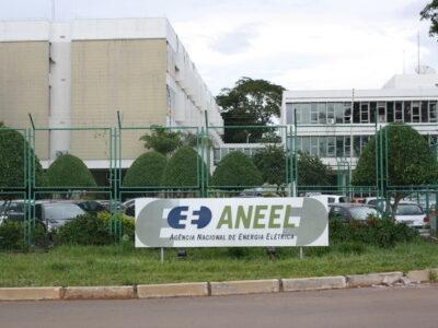 Bolsonaro afirma que não quer tributar energia solar, mas decisão é da Aneel