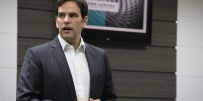 Investidor deve olhar ativos que não dependam só do Brasil, diz Sagmo