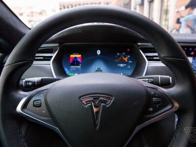Tesla: Bolsonaro confirma que tentará trazer montadora para o Brasil