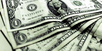 Dólar opera em leve alta atento aos novos desdobramentos do Covid-19