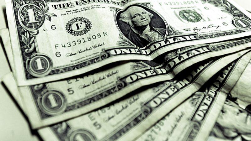 Dólar inicia a semana em alta de 0,4%, negociado a R$ 5,34