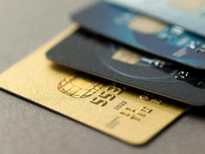 Cotação do dólar na fatura do cartão de crédito passa a ser do dia da compra