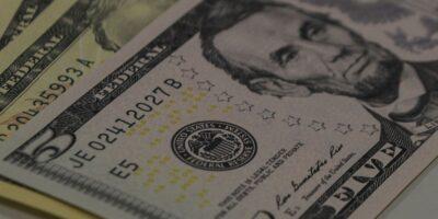 Dólar hoje tem alta de 0,13%, negociado a R$ 5,31