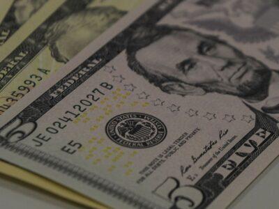 Dólar encerra em queda de 0,152%, cotado em R$ 5,5739