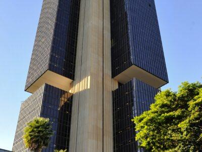 BC: Brasil perde US$ 1,378 bi em abril no 9º mês com saída de dólar