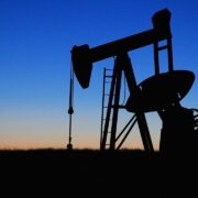 Petróleo: Rússia está preparada para reduzir produção, apontam fontes