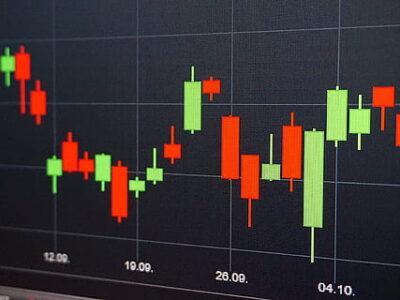 Ibovespa se descola do exterior e cai 0,23% puxado por bancos