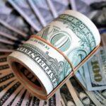 Dólar inicia a semana em queda de 0,76%, negociado a R$ 5,59