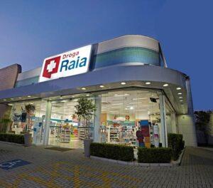 Raia Drogasil (RADL3) aprova desdobramento de ações em assembleia