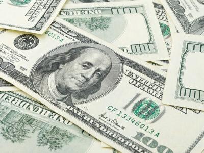 Dólar abre em alta de 0,48%, com inflação no radar