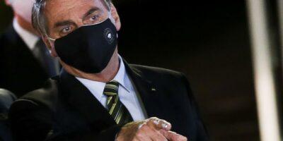 Bolsonaro decide reabrir fronteiras aéreas para estrangeiros