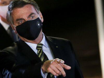 Bolsonaro apresenta sintomas de covid-19 e fará novo exame