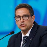 """Economia tem recuperação inicial em """"V"""", diz Campos Neto"""