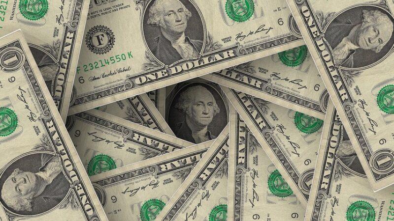 Dólar sobe 0,966%, acima dos R$ 5,46, com tensões entre EUA-China