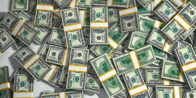 Dólar abre a semana em leve queda de 0,2%, a R$ 5,415