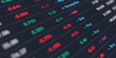 Ibovespa fecha em queda de 1,23% a 102 mil pontos seguindo Wall Street