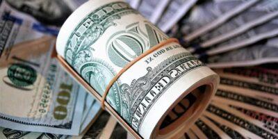 Dólar abre em alta, acima dos R$ 5,60, com pacote de estímulos dos EUA no radar