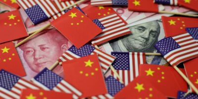 China quer incluir TikTok e WeChat em guerra comercial com EUA