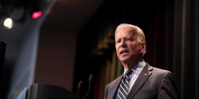 Biden faz arrecadação recorde para campanha; debate acontece hoje