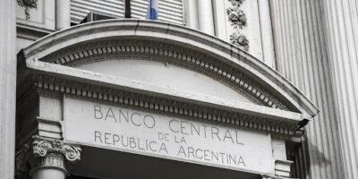 Argentina fecha acordo com credores para reestruturação de US$ 65 bilhões