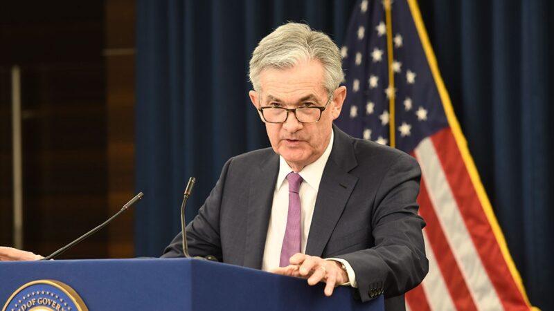Fed não deve elevar juros mesmo com inflação acima da meta, diz Powell