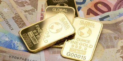 Ouro supera máxima histórica de US$ 2 mil com busca por segurança