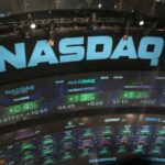 Bolsas de NY fecham em leve alta, com recuperação de ações de tecnologia