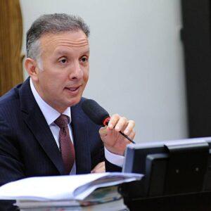 Ideia é apresentar texto da reforma tributária até fim do mês, diz relator