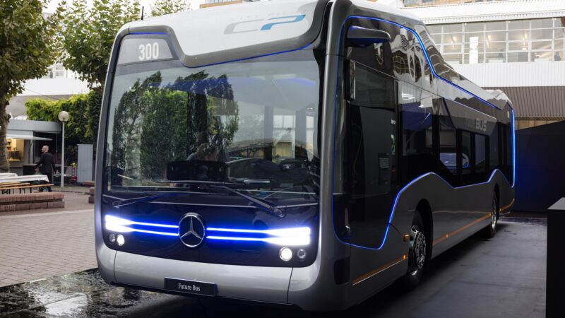Mercedes lança nova linha de produção de ônibus no Brasil