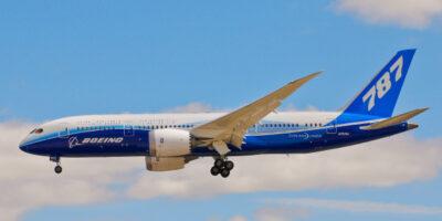 Boeing descobre novo problema na produção de seu 787