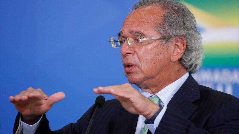 Paulo Guedes vira alvo de críticas após sugerir vender reservas