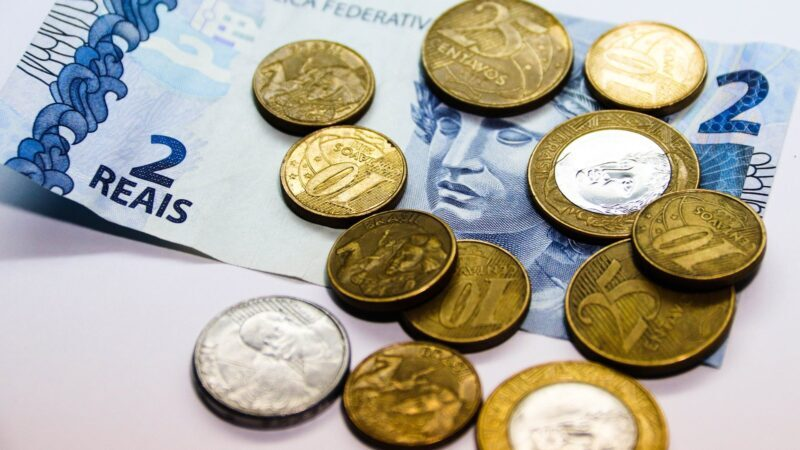 PIB mundial desacelera enquanto o Brasil se fortalece, aponta OCDE