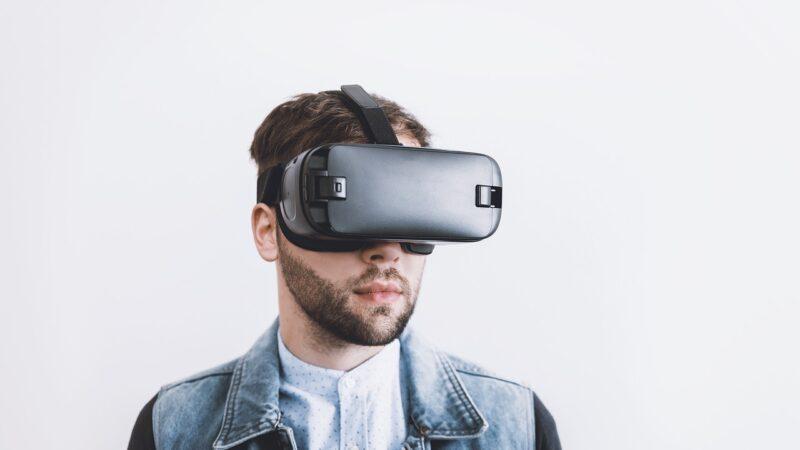Home office: Traders devem utilizar lentes de realidade virtual