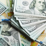 Dólar fecha em alta de 0,05%, a R$ 5,614, com fiscal e exterior