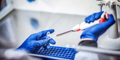 Vacina da Novavax avança para terceira fase de testes