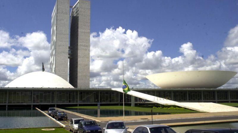 Governo estuda incluir Renda Brasil na Constituição
