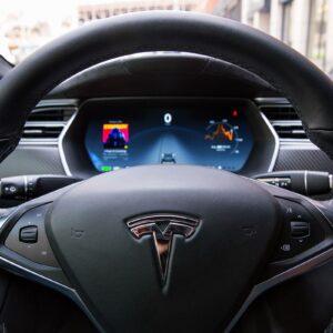 Tesla tem lucro de US$ 0,27 por ação no terceiro trimestre