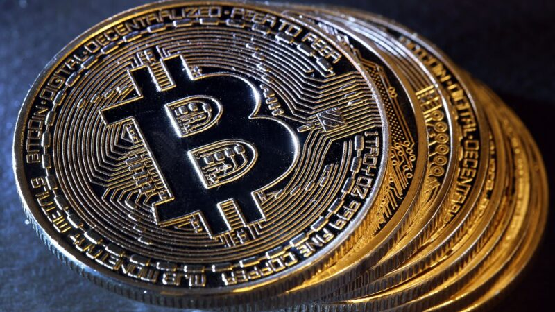 Bitcoin atinge máxima histórica em reais após anúncio do PayPal