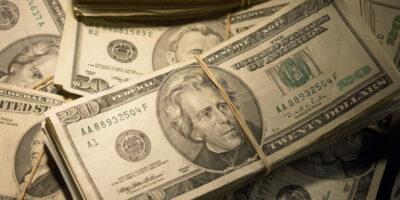 Dólar encerra em alta de 0,04%, cotado em R$ 5,393