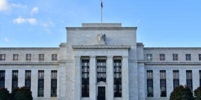 """Fed: """"Há grande trabalho a fazer antes de decisão sobre moedas digitais"""", diz Powell"""