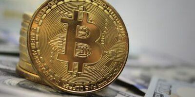 Bitcoin dispara e bate máxima histórica em meio a rali em 2020