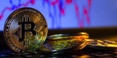 Bitcoin cai 10% após recente alta e arrasta junto Ethereum e Ripple
