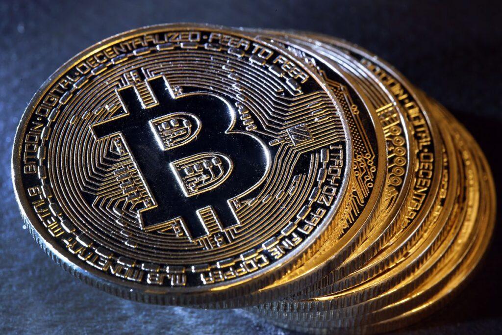 kaip į šakutę bitcoin yra bitcoin parduodama akcijų rinkoje