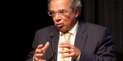 Auxílio custa R$ 55 bi por mês, vacinação de toda a população, R$ 20 bi, diz Guedes