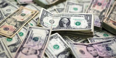 Dólar encerra em queda de 3,289%, cotado em R$ 5,3226