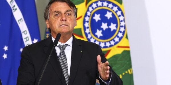 A investidores, Bolsonaro defende teto, privatizações e reformas