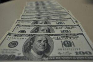 Dólar encerra em alta de 1,814%, cotado em R$ 5,3042