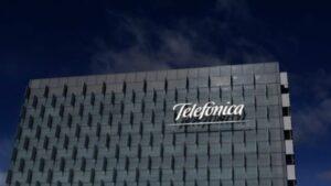 Telefônica, dona da Vivo (VIVT3), vende 30 mil torres na Europa e na América do Sul