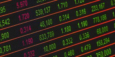 Ibovespa contraria bolsas mundiais e sobe repercutindo dados econômicos