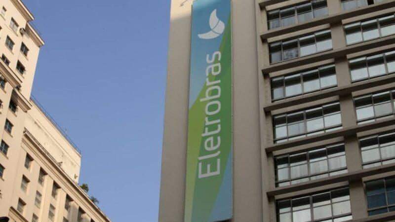 Eletrobras (ELET3) deve ser quebrada antes da privatização, defende relator